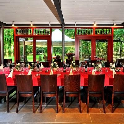 rote Tisch-Dekoration