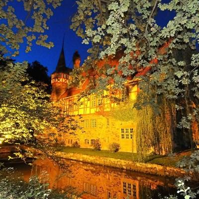 Das Gutshaus mit Beleuchtung
