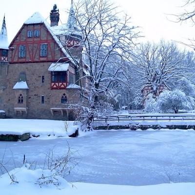 historische Gebäude Schneelandschaft